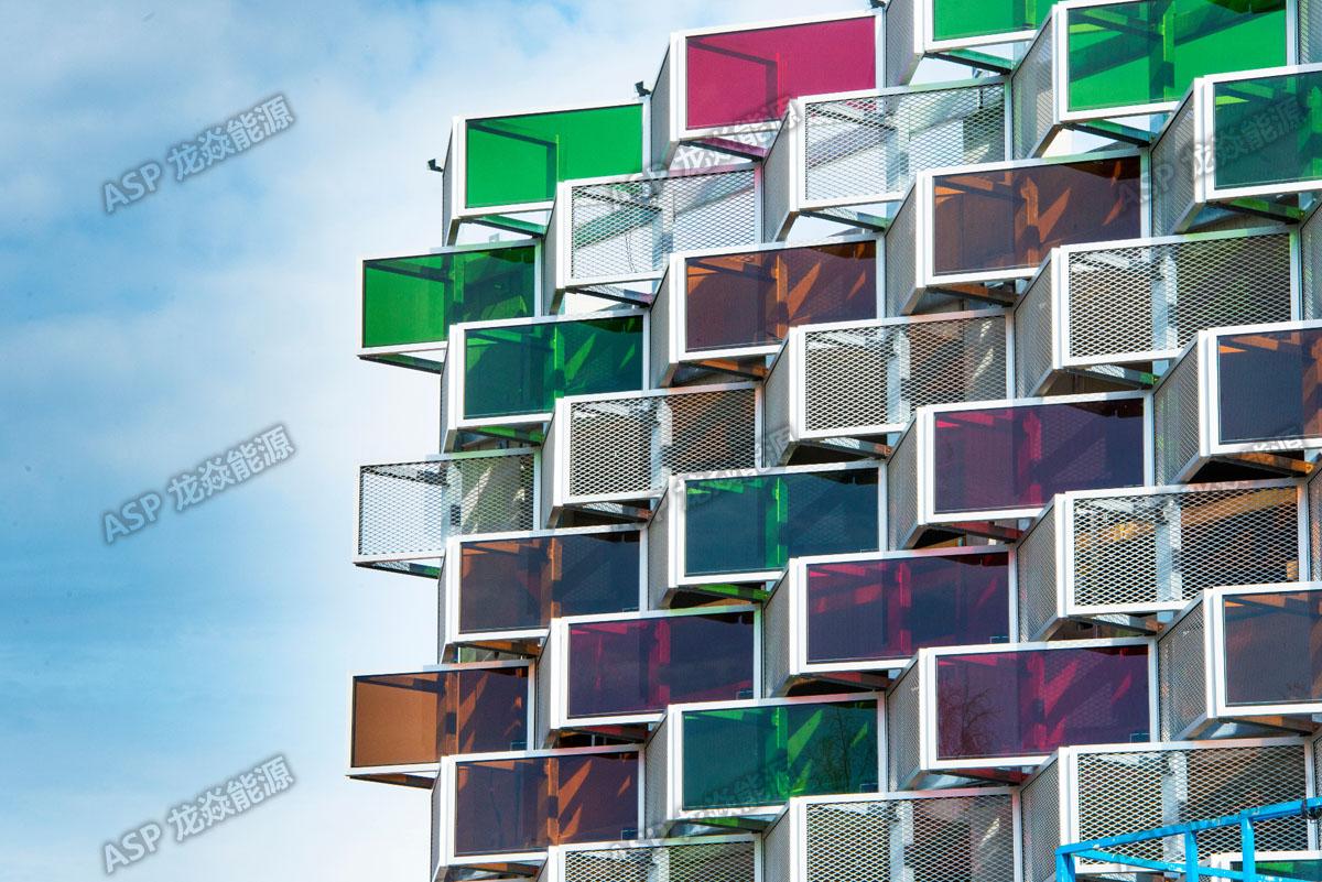瑞典光伏小镇彩色幕墙x.jpg